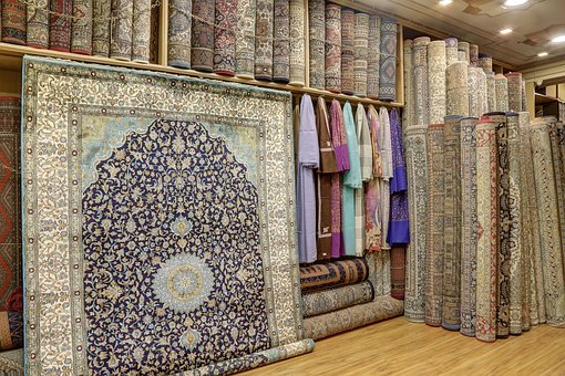 Choosing Area Rugs Or Carpeting