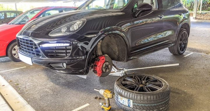 Stopping the Car When Tires Blow To Avoid Accidents